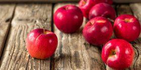 mele in cucina